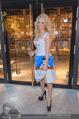 Pamela Anderson Shoppingtour - Innenstadt Wien - Do 18.06.2015 - Pamela ANDERSON spaziert durch Wien Vienna mit Weinglas44