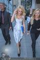 Pamela Anderson Shoppingtour - Innenstadt Wien - Do 18.06.2015 - Pamela ANDERSON spaziert durch Wien Vienna mit Weinglas45