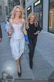 Pamela Anderson Shoppingtour - Innenstadt Wien - Do 18.06.2015 - Pamela ANDERSON spaziert durch Wien Vienna mit Weinglas46
