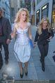 Pamela Anderson Shoppingtour - Innenstadt Wien - Do 18.06.2015 - Pamela ANDERSON spaziert durch Wien Vienna mit Weinglas47