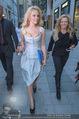 Pamela Anderson Shoppingtour - Innenstadt Wien - Do 18.06.2015 - Pamela ANDERSON spaziert durch Wien Vienna mit Weinglas48