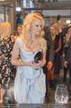 Pamela Anderson Shoppingtour - Innenstadt Wien - Do 18.06.2015 - Pamela ANDERSON bei Weisz5