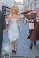 Pamela Anderson Shoppingtour - Innenstadt Wien - Do 18.06.2015 - Pamela ANDERSON spaziert durch Wien Vienna mit Weinglas54