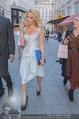 Pamela Anderson Shoppingtour - Innenstadt Wien - Do 18.06.2015 - Pamela ANDERSON spaziert durch Wien Vienna mit Weinglas56