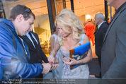 Pamela Anderson Shoppingtour - Innenstadt Wien - Do 18.06.2015 - Pamela ANDERSON spaziert durch Wien Vienna mit Weinglas58