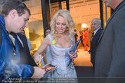 Pamela Anderson Shoppingtour - Innenstadt Wien - Do 18.06.2015 - Pamela ANDERSON spaziert durch Wien Vienna mit Weinglas59