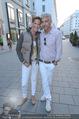 Pamela Anderson Shoppingtour - Innenstadt Wien - Do 18.06.2015 - Kathi STUMPF, Alex PEZA60