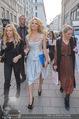 Pamela Anderson Shoppingtour - Innenstadt Wien - Do 18.06.2015 - Pamela ANDERSON spaziert durch Wien Vienna mit Weinglas63