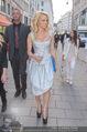 Pamela Anderson Shoppingtour - Innenstadt Wien - Do 18.06.2015 - Pamela ANDERSON spaziert durch Wien Vienna mit Weinglas64