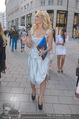 Pamela Anderson Shoppingtour - Innenstadt Wien - Do 18.06.2015 - Pamela ANDERSON spaziert durch Wien Vienna mit Weinglas71