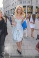 Pamela Anderson Shoppingtour - Innenstadt Wien - Do 18.06.2015 - Pamela ANDERSON spaziert durch Wien Vienna mit Weinglas72