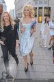 Pamela Anderson Shoppingtour - Innenstadt Wien - Do 18.06.2015 - Pamela ANDERSON spaziert durch Wien Vienna mit Weinglas74