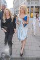 Pamela Anderson Shoppingtour - Innenstadt Wien - Do 18.06.2015 - Pamela ANDERSON spaziert durch Wien Vienna mit Weinglas75