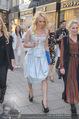 Pamela Anderson Shoppingtour - Innenstadt Wien - Do 18.06.2015 - Pamela ANDERSON spaziert durch Wien Vienna mit Weinglas76