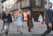 Pamela Anderson Shoppingtour - Innenstadt Wien - Do 18.06.2015 - Pamela ANDERSON spaziert durch Wien Vienna mit Weinglas77