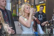Pamela Anderson Shoppingtour - Innenstadt Wien - Do 18.06.2015 - Pamela ANDERSON spaziert durch Wien Vienna mit Weinglas79