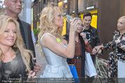 Pamela Anderson Shoppingtour - Innenstadt Wien - Do 18.06.2015 - Pamela ANDERSON spaziert durch Wien Vienna mit Weinglas81