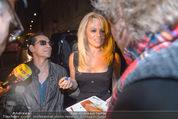 Pamela Anderson - Club Palffy - Fr 19.06.2015 - Pamela ANDERSON schreibt Autogramme4