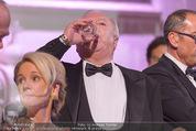 Fete Imperiale - Spanische Hofreitschule - Fr 26.06.2015 - Michael H�UPL trinkt Mineralwasser133