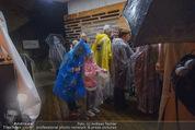 Tosca Premiere - Steinbruch St. Margarethen - Mi 08.07.2015 - G�ste mit Regenschutz103