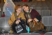 Tosca Premiere - Steinbruch St. Margarethen - Mi 08.07.2015 - Barbara KARLICH mit Mutter Katharina gut gelaunt nach dem Regen113