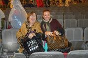 Tosca Premiere - Steinbruch St. Margarethen - Mi 08.07.2015 - Barbara KARLICH mit Mutter Katharina gut gelaunt nach dem Regen114