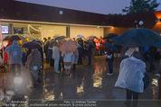 Tosca Premiere - Steinbruch St. Margarethen - Mi 08.07.2015 - Eindr�cke von vor Ort, Regenwetter, Regeschirme, G�ste, etc.91