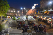 Tosca Premiere - Steinbruch St. Margarethen - Mi 08.07.2015 - Eindr�cke von vor Ort, Regenwetter, Regeschirme, G�ste, etc.95