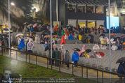 Tosca Premiere - Steinbruch St. Margarethen - Mi 08.07.2015 - Eindr�cke von vor Ort, Regenwetter, Regeschirme, G�ste, etc.99