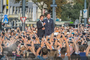 Mission:Impossible Weltpremiere - Wiener Staatsoper - Do 23.07.2015 - Tom CRUISE, Steven G�TJEN auf der B�hne187