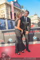 Mission:Impossible Weltpremiere - Wiener Staatsoper - Do 23.07.2015 - Armin ASSINGER mit Freundin Sandra SCHRANZ198