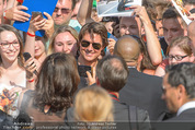 Mission:Impossible Weltpremiere - Wiener Staatsoper - Do 23.07.2015 - Tom CRUISE gibt Autogramme, Selfies71