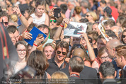Mission:Impossible Weltpremiere - Wiener Staatsoper - Do 23.07.2015 - Tom CRUISE gibt Autogramme, Selfies72