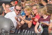 Mission:Impossible Weltpremiere - Wiener Staatsoper - Do 23.07.2015 - Simon PEGG gibt Autogramme, Selfies73