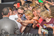 Mission:Impossible Weltpremiere - Wiener Staatsoper - Do 23.07.2015 - Simon PEGG gibt Autogramme, Selfies74