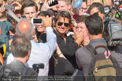 Mission:Impossible Weltpremiere - Wiener Staatsoper - Do 23.07.2015 - Tom CRUISE gibt Autogramme, Selfies82