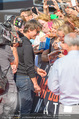 Mission:Impossible Weltpremiere - Wiener Staatsoper - Do 23.07.2015 - Tom CRUISE gibt Autogramme, Selfies88