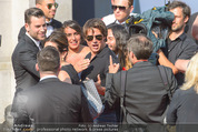 Mission:Impossible Weltpremiere - Wiener Staatsoper - Do 23.07.2015 - Tom CRUISE gibt Autogramme, Selfies89