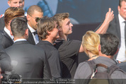 Mission:Impossible Weltpremiere - Wiener Staatsoper - Do 23.07.2015 - Tom CRUISE gibt Autogramme, Selfies92