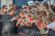 Mission:Impossible Weltpremiere - Wiener Staatsoper - Do 23.07.2015 - Tom CRUISE gibt Autogramme, Selfies93