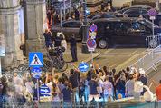 FlyNiki M:I 5 Aftershowparty - Albertina - Do 23.07.2015 - Tom CRUISE winkt den Fans beim Verlassen der Oper45