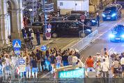 FlyNiki M:I 5 Aftershowparty - Albertina - Do 23.07.2015 - Tom CRUISE winkt den Fans beim Verlassen der Oper46