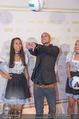 Beachvolleyball Macht der Nacht - Klagenfurt - Sa 01.08.2015 - MILOW (Jonathan Vandenbroeck), Hostess Larissa24