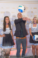 Beachvolleyball Macht der Nacht - Klagenfurt - Sa 01.08.2015 - MILOW (Jonathan Vandenbroeck), Hostess Larissa25