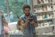 Lenny Kravitz - Flash - Galerie Ostlicht - Mo 10.08.2015 - Lenny KRAVITZ fotografiert mit Leica Kamera48