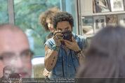 Lenny Kravitz - Flash - Galerie Ostlicht - Mo 10.08.2015 - Lenny KRAVITZ fotografiert mit Leica Kamera58