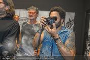 Lenny Kravitz - Flash - Galerie Ostlicht - Mo 10.08.2015 - Lenny KRAVITZ fotografiert mit Leica Kamera74