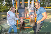 Promi Fitness mit Wendy Night - Donaupark - Di 18.08.2015 - Carina SCHWARZ, Rebecca RAPP30