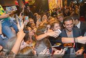 Fack ju Göthe 2 Kinopremiere - Cineplexx Donauplex - Di 08.09.2015 - Elyas M�BAREK schreibt Autogramme, macht Selfies103