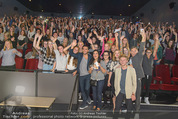 Fack ju Göthe 2 Kinopremiere - Cineplexx Donauplex - Di 08.09.2015 - Elyas M�BAREK macht Foto Selfie mit dem Publikum146